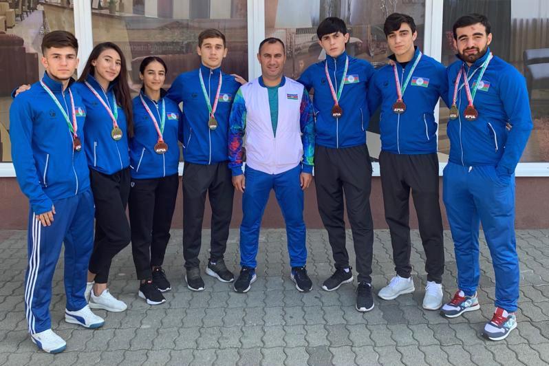 Karateçilərimiz Macarıstanda 8 medal qazanıblar - FOTO
